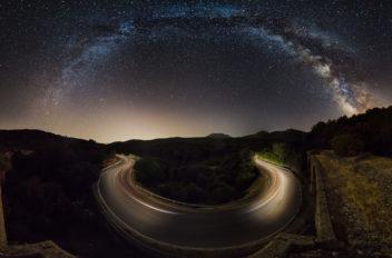 Curva stellata  Panoramica della via lattea presa dal ponte ferroviario abbandonato  di Siliqua, Sardegna.  Autore Ivan Pedretti