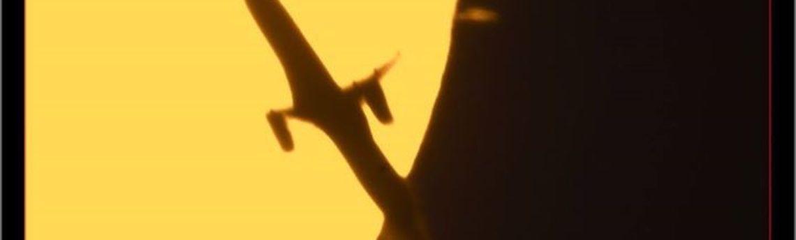 Passaggio aereo davanti al sole